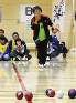 県民パラスクールでボッチャを体験する参加者=和歌山県田辺市上の山1の田辺スポーツパーク体育館で、藤田宰司撮影