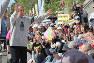 米軍キャンプ・シュワブのゲート前に駆けつけた沖縄県の玉城デニー知事=沖縄県名護市で2018年12月15日午前11時3分、和田大典撮影