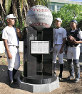 今春のセンバツ4強を機に贈られた記念碑を前に、夏の健闘を誓う明石商の選手=明石市の明石商で2019年6月17日午後4時31分、黒詰拓也撮影